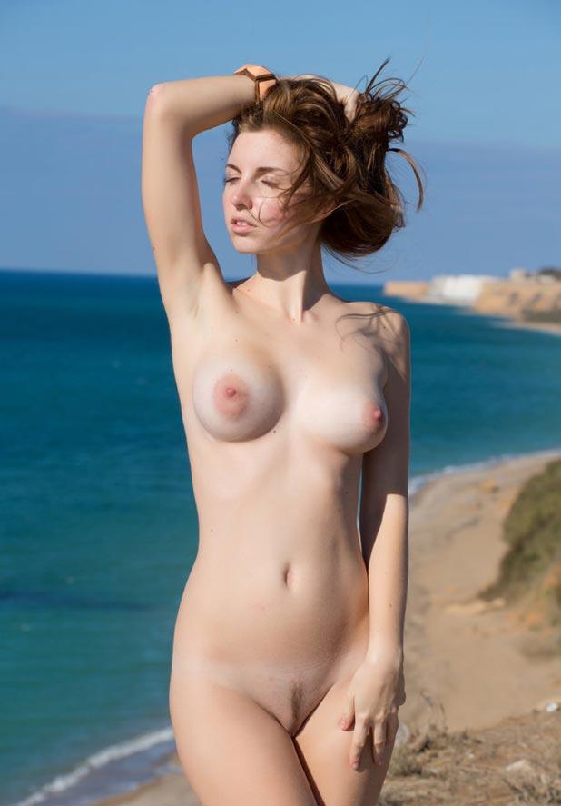 jeune fille nue a la plage grande femme salope