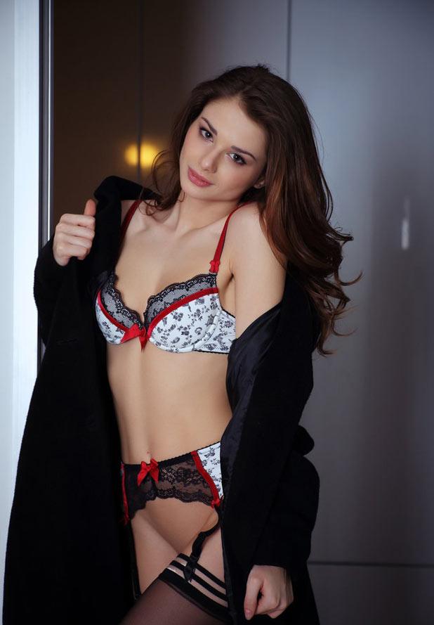 Femme porte jarretelle erotique