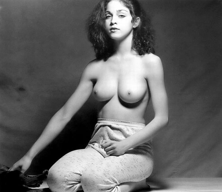 Madonna jeune fille seins nus