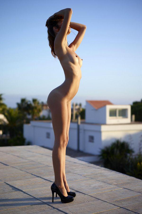 Photos nues de filles haut talon